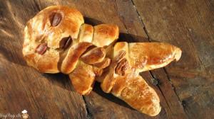 bonhomme en pâte pour la st-nicolas avec écharpe