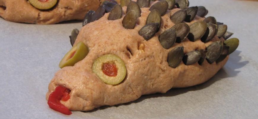 pain en forme de hérisson avec des piques en graines de courge