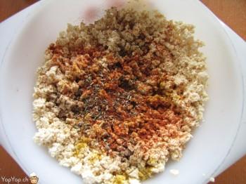 tofu épicé avec du poivre paprika curry