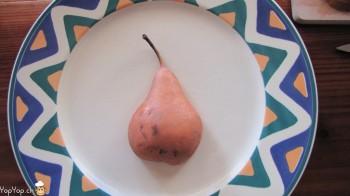 poire dans une assiette
