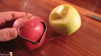 découper un coeur dans la pomme rouge