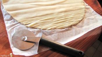 couper de lanière de pâte feuiletée
