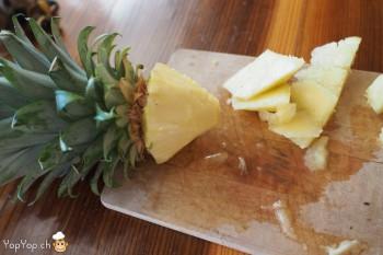3-dessert ananas tailler le cube en pointe