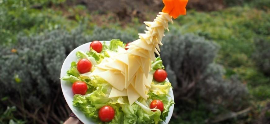 1-amuse-gueule de Noël sapin de noël en fromage et salade