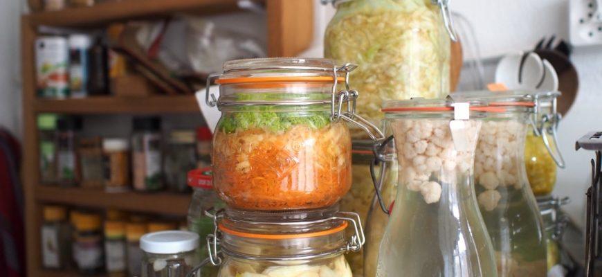 empilement de bocaux à joint caoutchouc lacto-fermentation carotte chou kefir